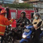 Komunitas Satria Biru Jember Berbagi Takjil, Warga Malah Mengira Ada Kebakaran