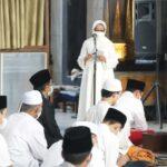Dengan Prokes Ketat, Bupati Jombang Salat Id di Masjid Jamik Baitul Mukminin