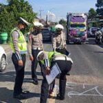 Bertabrakan Saat Menyalip Truk, Pengendara Motor di Banyuwangi Tewas