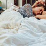 Tidur Berpelukan dengan Suami, Ini Manfaatnya