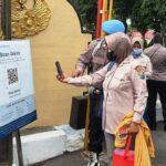 Masuk Polres Lumajang Wajib Scan QR Barcode PeduliLindungi