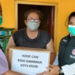 Tim Home Care RSUD Gambiran Bantu Remaja Penderita Kanker Tulang Kaki di Kediri